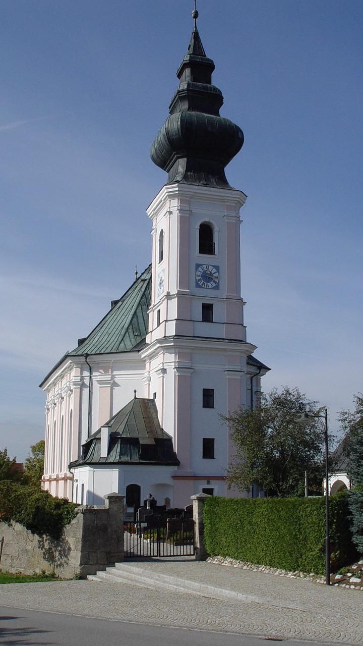 Bild der Ortsweiher Kirche von vorne