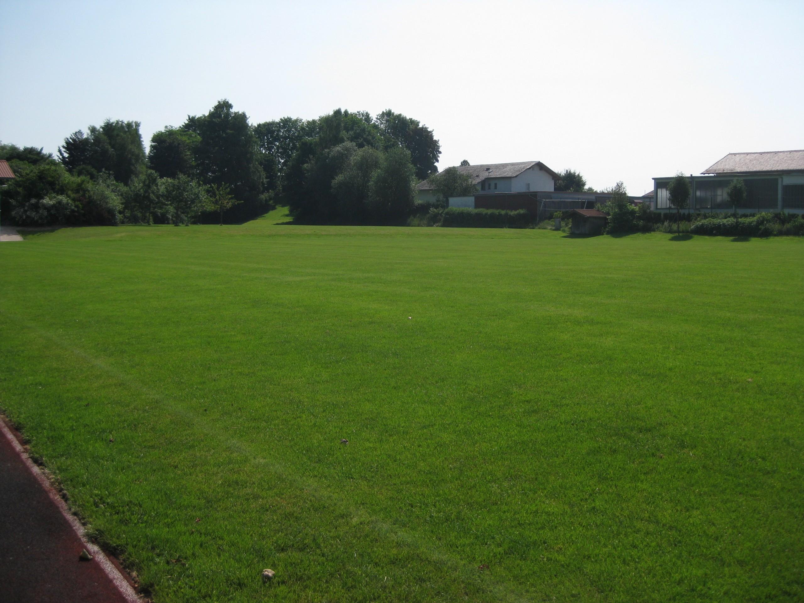 Erstes Bild des Fußballplatzes